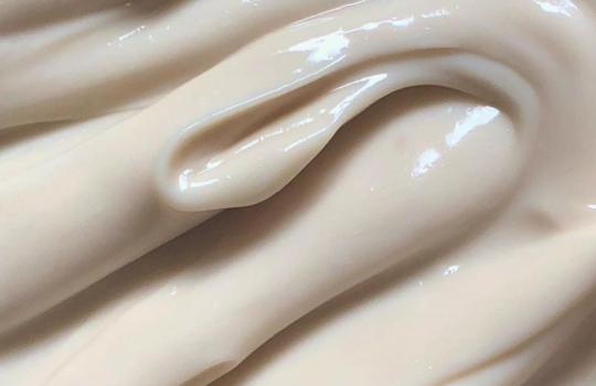 Sekret gładkiej i jędrnej skóry – olej do ciała czy balsam?